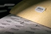 Стикер 35х15мм с печатью на текстурной (дизайнерской) бумаге. Плоттерная резка, надсечка