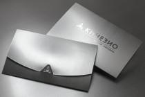 Конверт с фольгированным логотипом из текстурного (дизайнерского) картона, контурная резка