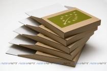 Листовки (флаеры) в комплекте с лотком. Твердочернильная печать на упаковочной бумаге. Плоттерная резка и биговка