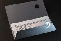 Поздравительная открытка из дизайнерского картона с вкладышем из кальки. Цифровая печать, контурная резка, фольгирование