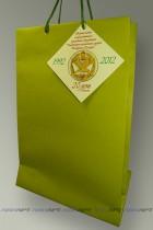 Пакет бумажный (имитлин) фирменный с логотипом и биркой на текстурном картоне