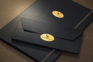 Папка с 3-мя клапанами, резинкой и стикерами из текстурного (дизайнерского) картона в комплекте с конвертом
