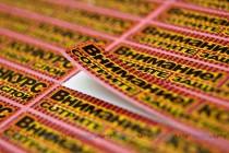 Стикер 48х8 мм на самоклеящейся основе с нанесенным защитным скретч-слоем