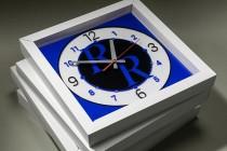 Сувенирные настенные часы с логотипом. Цветной акрил